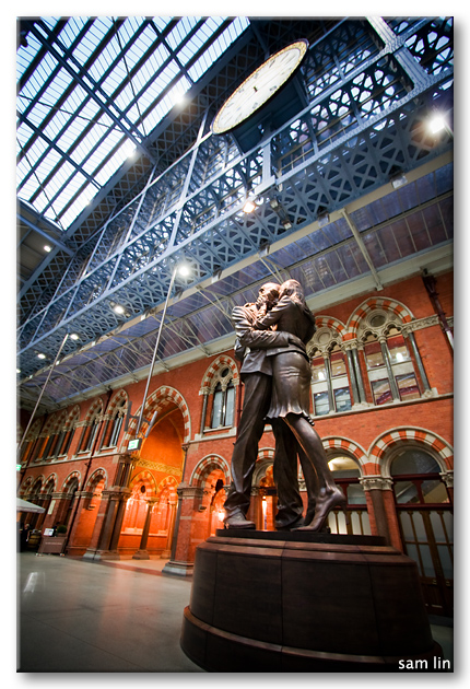 St. Pancras Station Kissing Statue